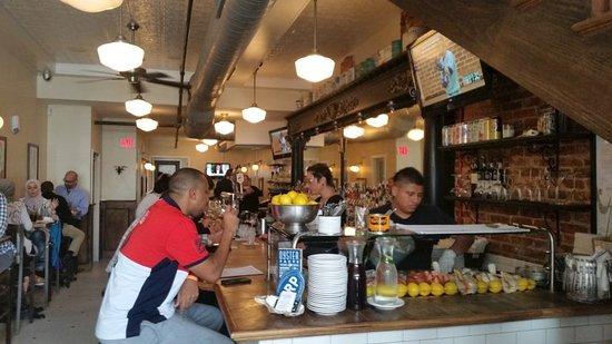 Thames Street Oyster House Bar