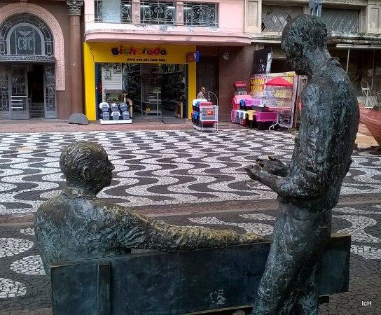 Monumento a Carlos Drummond de Andrade e Mario Quintana