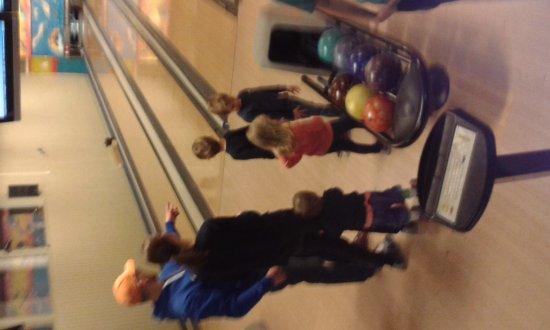 Molndal, Sweden: Lagom stor bowling att ha mindre barn med till.