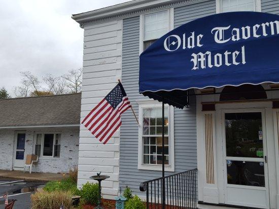 Olde Tavern Motel & Inn