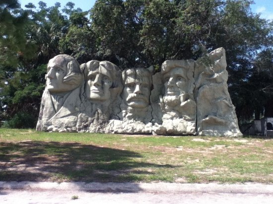 Presidents Hall of Fame: Mount Rushmore replica