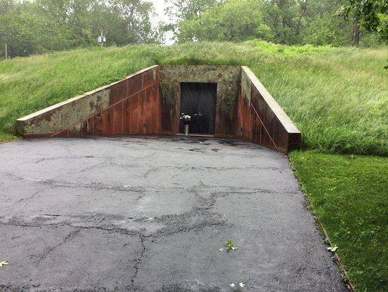 New Canaan, CT: Art Bunker entrance