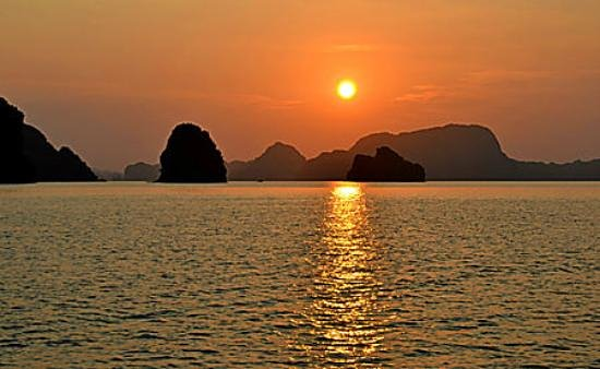 Halong Emotion Cruises Private Charter: Classic Cruises - Lan Ha