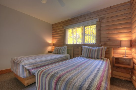 Sandy Beach Lodge & Resort: Twin Bedded Room in Cottages