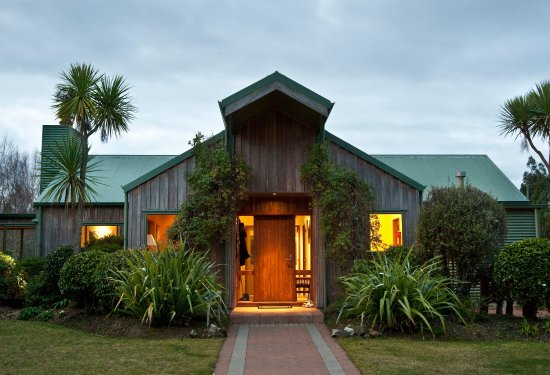 Entrance - Picture of Whakaipo Lodge, Taupo - Tripadvisor