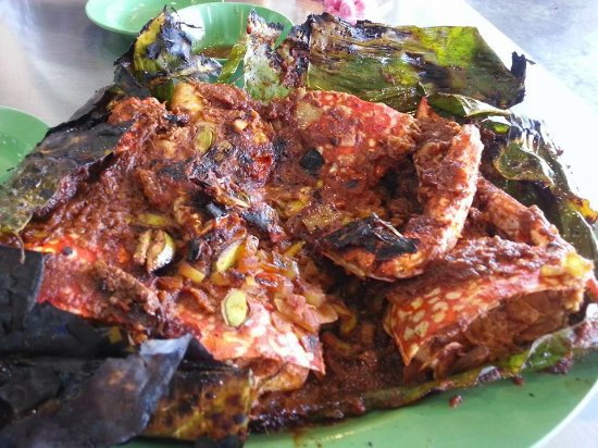 Ana Ikan Bakar Petai: Grilled crabs and prawns with sambal petai.
