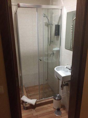 Chambre et salle de bains de la 103