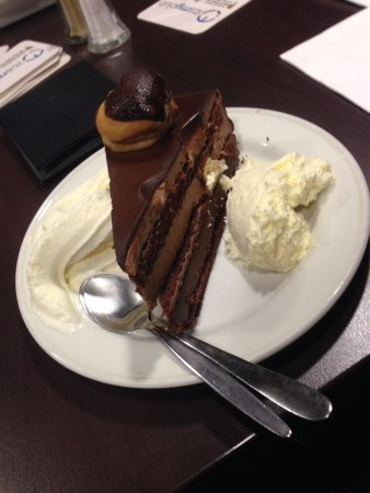 Bomaderry, Australia: Dessert with complimentary cream and ice cream