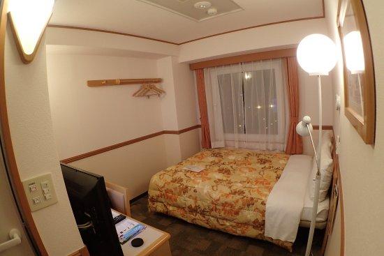 Toyoko Inn Higashi-Hiroshima Ekimae : 經濟雙人房