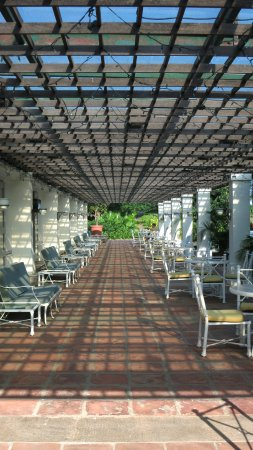 Grand Coloane Resort Macau: Beautiful patio close to the swimming pool