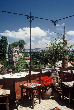 Hotel Empress Zoe: Terrace