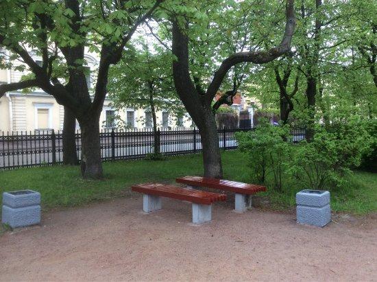 Kronshtadt, روسيا: Сквер дождливым утром