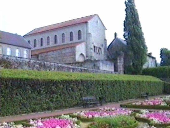 Basilique Saint-Pierre-aux-Nonnains : Базилика Сен Пьер-о-Ноннен
