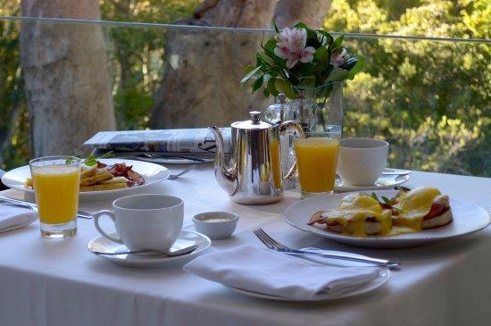 The Cellars-Hohenort: Scrumptious Breakfasts