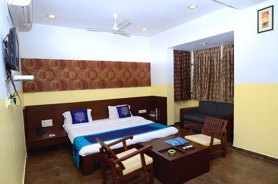 Hotel Palmview Residency