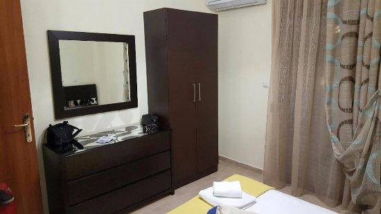 Doucheruimte met e toilet picture of nefeli villas suites