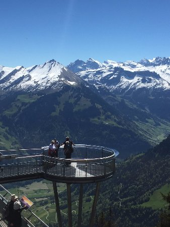CabriO - Stanserhorn-Bahn: Observation deck at the CabriO station on top. Take a photo from the hillock :)