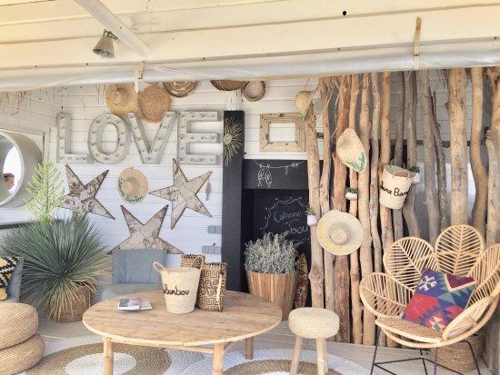 terrasse abrit e picture of cabane bambou ramatuelle. Black Bedroom Furniture Sets. Home Design Ideas