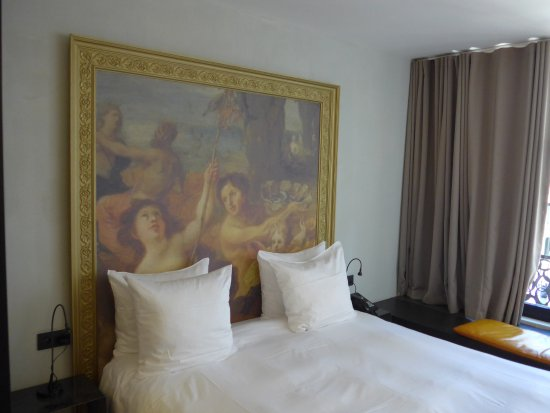 rubens bild ber dem bett hotel o kathedral antwerpen tripadvisor. Black Bedroom Furniture Sets. Home Design Ideas