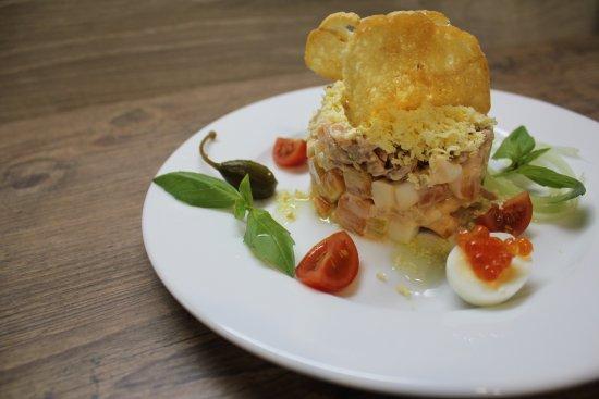 Trattoria Palermo: Салат Европейский. Лосось, консервированный тунец и овощи заправленные пикантым соусом.