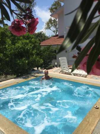 Dalyan Garden Pension: The jacuzzi
