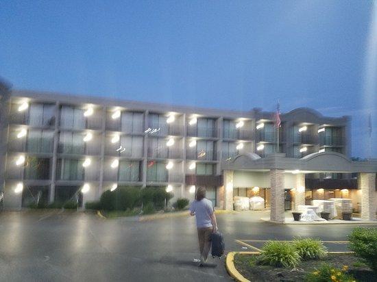 Country Inn & Suites by Radisson, Erlanger, KY - Cincinnati Airport: 20170530_211822_large.jpg