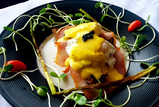 Aroma Boutique: Egg Benedict with homemade sauce Hollandaise