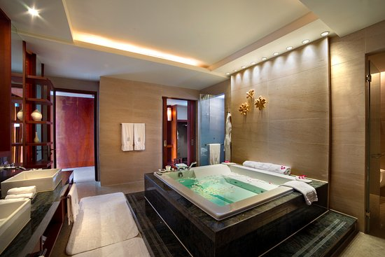 Bathroom of suites picture of the ritz carlton sanya for Bathroom suites direct