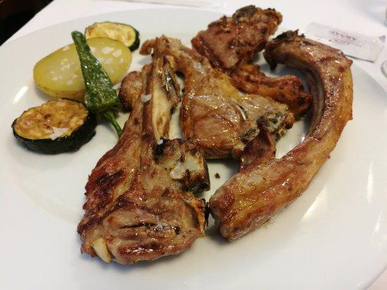 Sant Marti de Llemena, Spain: Costillas de cordero a la brasa - Restaurant Can Perot (Granollers de Rocacorba-Girona)