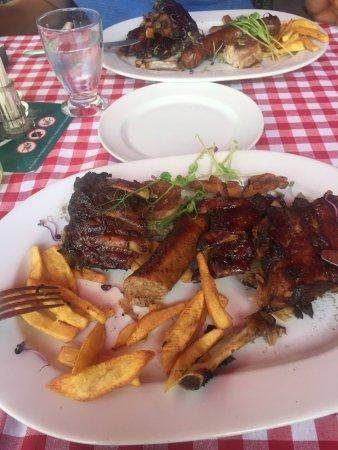 Voros Postakocsi Restaurant: 挺好的饭店,客人吃的很满意,希望下次来布达佩斯好好吃一顿。
