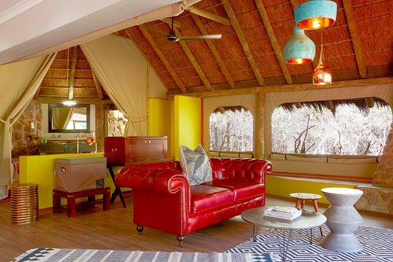 Jaci's Safari Lodge: Star Bed Suite Lounge