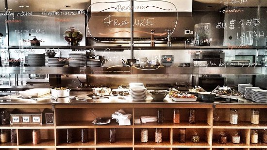 Franke Brasserie Bar & Lounge : FRANKE Showkitchen - watch our Chef and his cooks preparing your dish