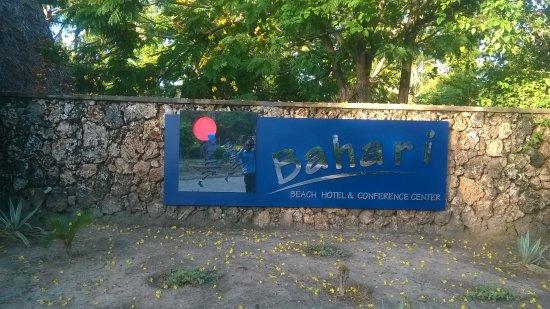 Bahari Beach Hotel Photo