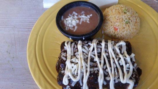 Elkridge, Мэриленд: Chicken enchiladas with mole sauce
