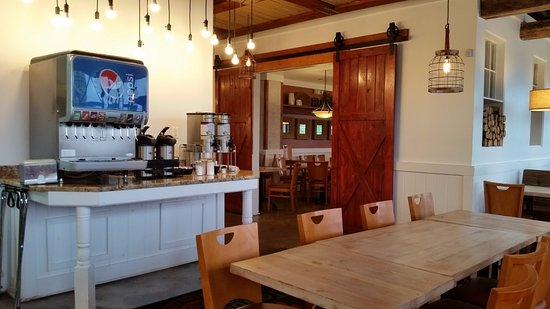 Elkridge, MD: Soda fountain and dining area