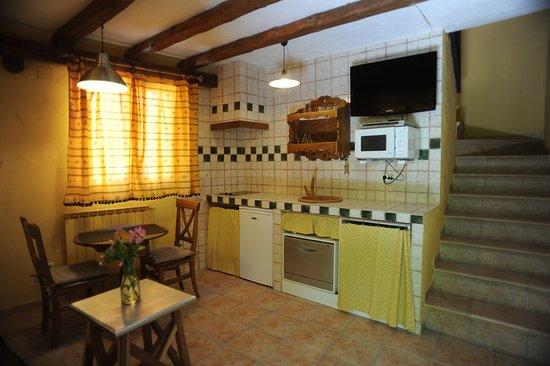 Monasterio, España: Cocina-comedor casa el Roble
