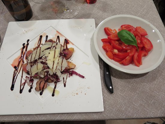 Osteria Le Sorelline: Main course: duck tagliata with grana padana, red cabbage, balsamico, and side dish tomato salad