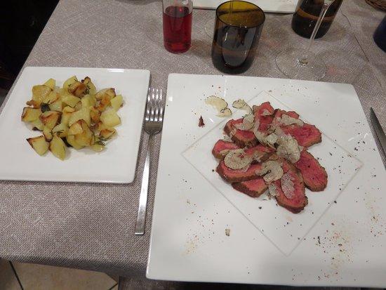 Osteria Le Sorelline: Main course: veal tagliata with fresh black truffle, and a side dish of roast potatoes