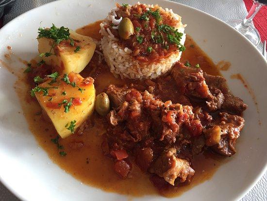 A la cantonade : Petit sauté de veau à l'espagnol. Fait maison. Par la parfaite cuisinière France. 👍