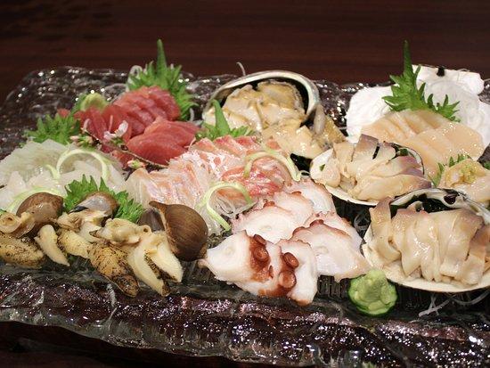 Rikuzentakata, Japan: 三陸沿岸の新鮮な魚介類が楽しめます、写真は特注のお刺身盛りですので、宿泊の予約の際に忘れずにお申し付けください。