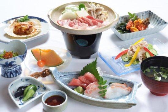Rikuzentakata, Japan: お食事は季節の地物を使ったお料理です。