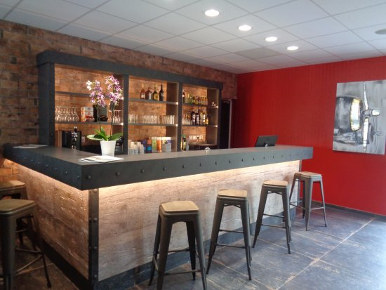Saint-Contest, Prancis: Bar