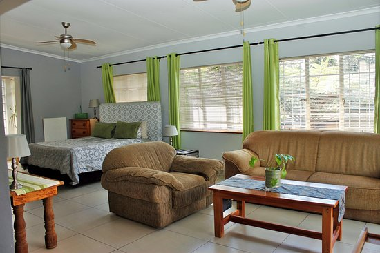 Sabie Self Catering Apartments: Apartment A, Open plan, Family unit
