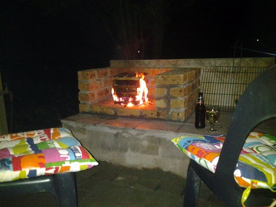 Sabie, South Africa: Apartment D, night time , outside braai area