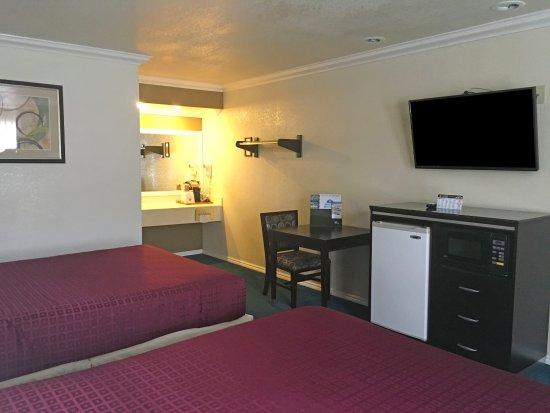Atascadero, CA: Two Queen Beds