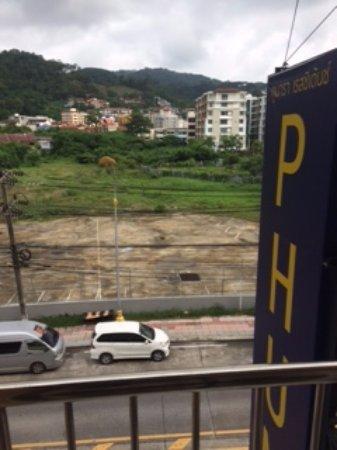 Phunara Residence: Вид из номера на проезжую часть