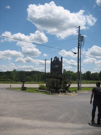 Eagle Rock, MO: Sign outside the pub