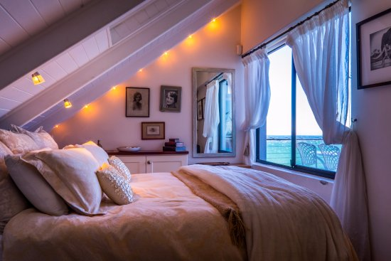 Gordon's Bay, Sydafrika: 'Out of Africa' bedroom with queen bed and sea view