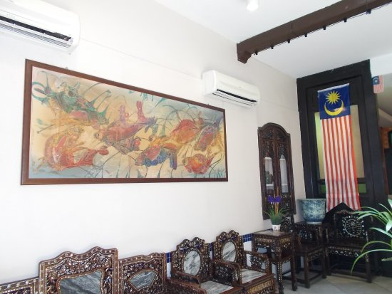 Hotel Puri: Some of the antique chairs & one of the big wall paintings in the lobby