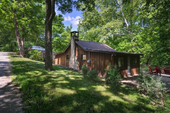 Bainbridge  Ross County, OH : Stay in our historic lodges along Cave Road!